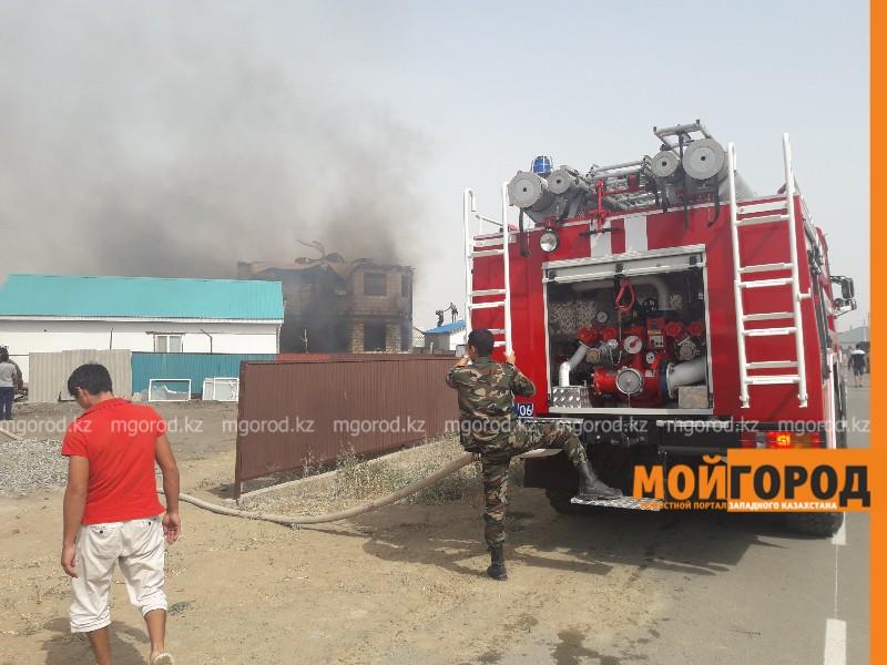 Житель пригорода Атырау получил ожоги при пожаре во дворе жилого дома