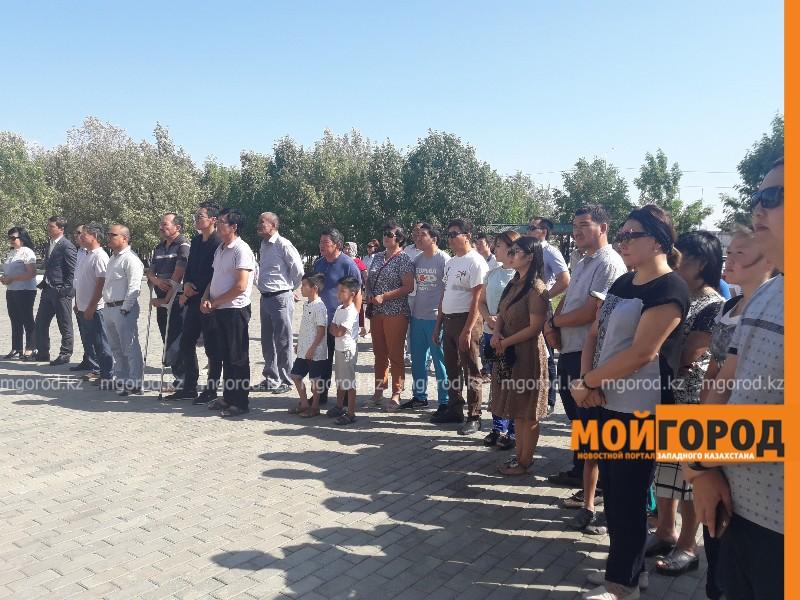 Новости Атырау - Аплодисментами в последний путь проводили Дениса Тена в Атырау