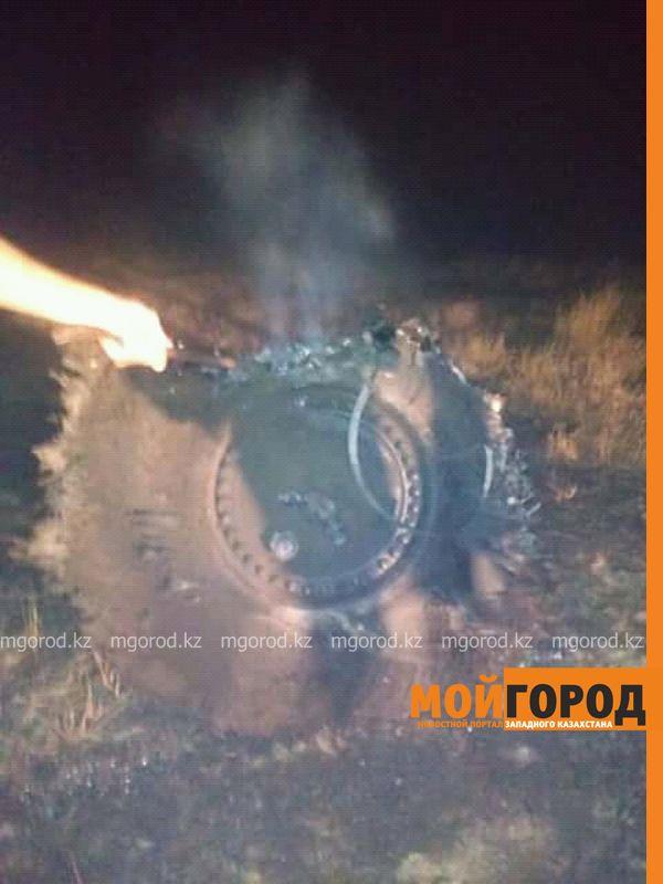 Новости Уральск - Неопознанный металлический предмет упал в степи ЗКО (фото, видео)