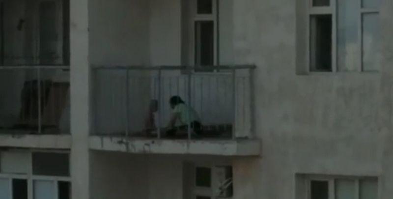 Новости Актау - В сети появилось видео избиения маленького мальчика матерью в Жанаозене