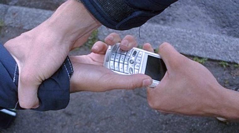 Новости Атырау - В Атырау злоумышленники отбирали у подростков телефоны