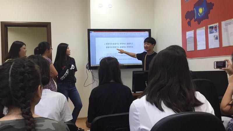 Новости Уральск - Южнокорейские волонтеры встретились с учениками Центра языка и культуры Китая «Золотая черепаха»