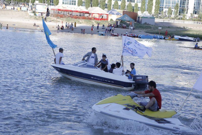 В Атырау прошел парад маломерных судов