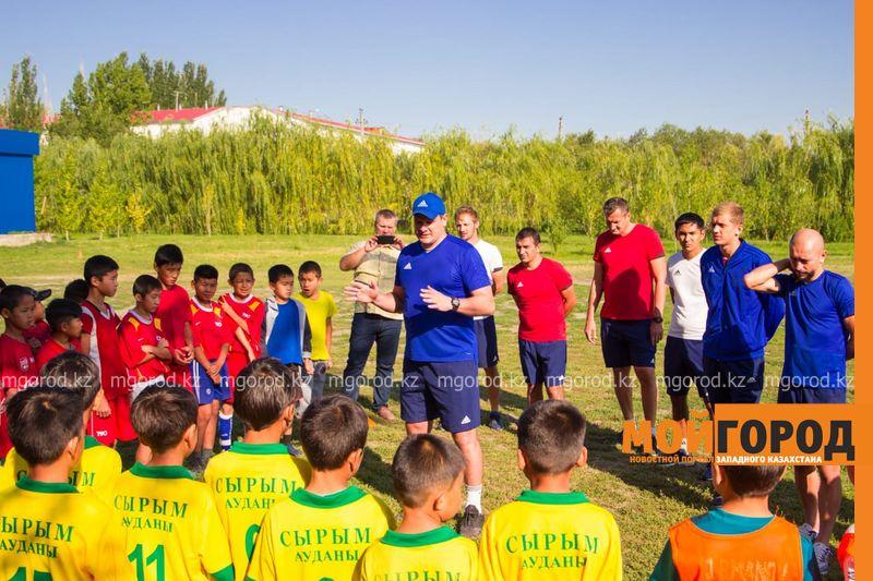 Новости Уральск - Игроки «Акжайыка» провели тренировку с детьми из районов ЗКО