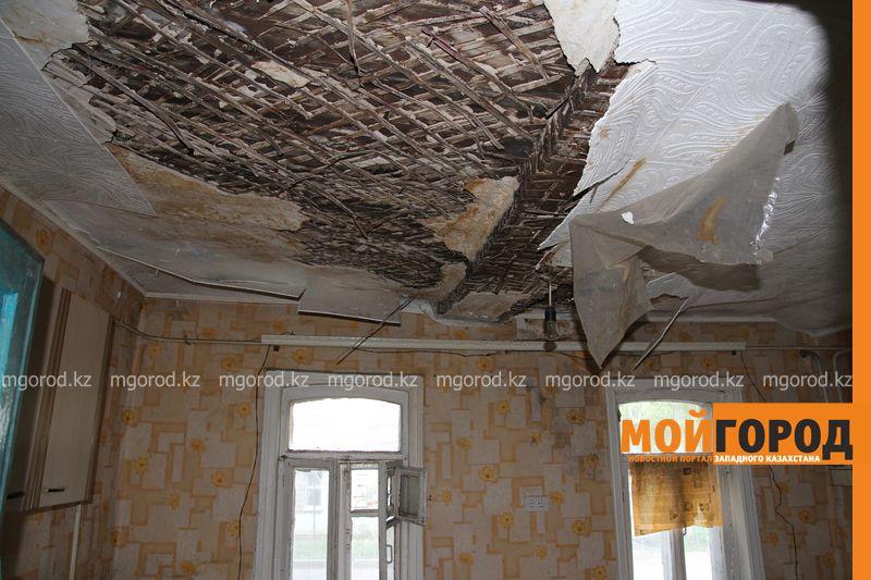 Новости Уральск - Жильцы разрушающегося дома в Уральске просят признать его аварийным