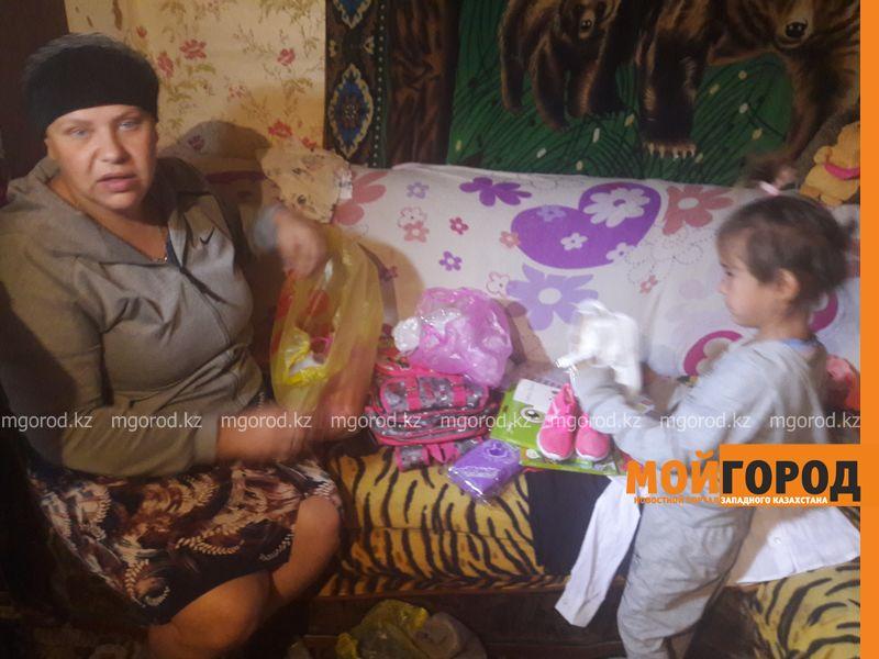 Онкобольной женщине из ЗКО помогли собрать детей в школу