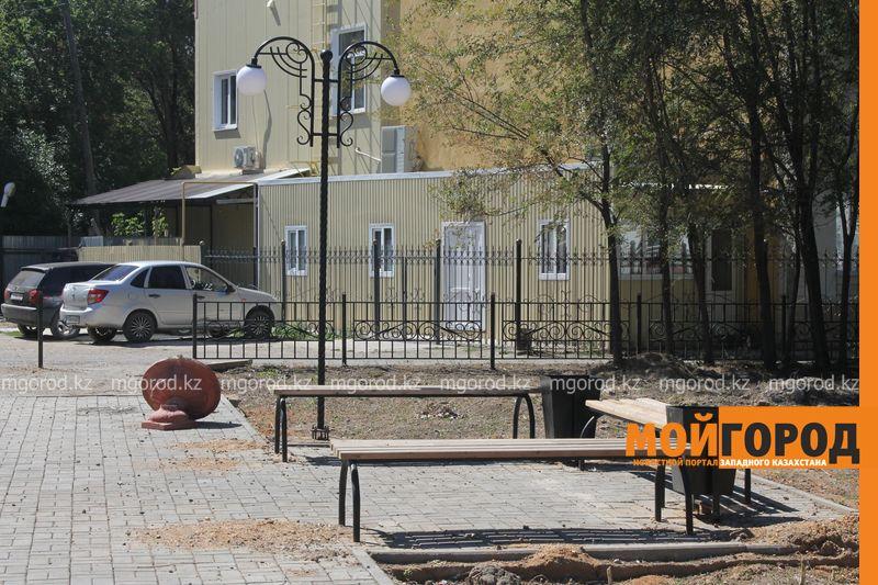 Новости Уральск - В Аксае сквер за 70 млн тенге разрушается через два месяца после сдачи в эксплуатацию
