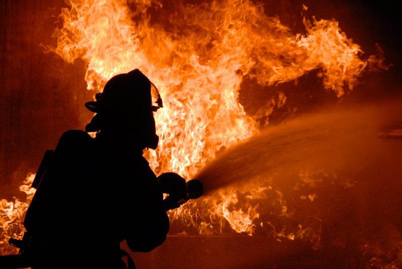 Три человека сгорели при пожаре в обежитии на Тенгизе