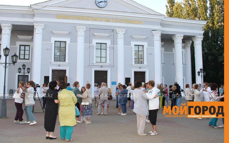 Новости - В Уральске каждую пятницу проводятся танцы для пожилых людей