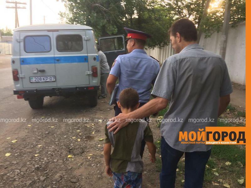 В Уральске 9-летний мальчик учил таблицу умножения, а затем убежал и угнал джип