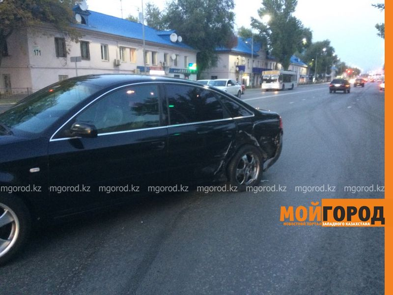 В Уральске столкнулись 3 легковых автомобиля