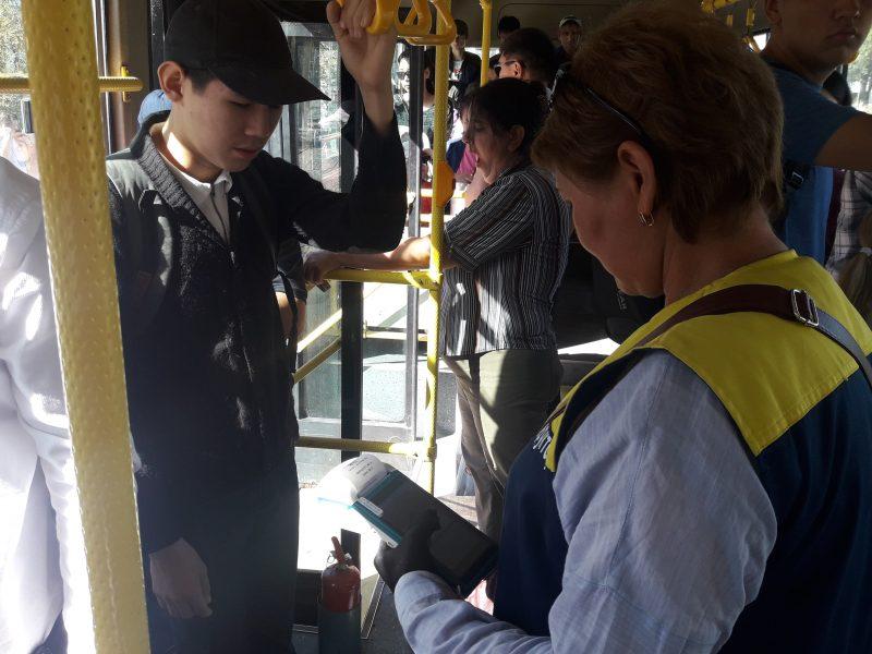 Новости Атырау - На двух автобусных маршрутах Атырау запущен пилотный проект системы электронного билетирования