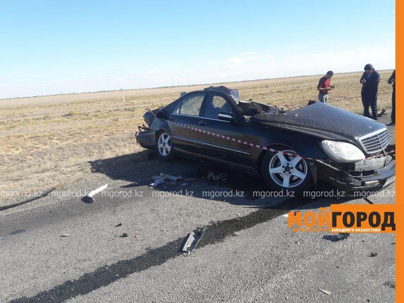 Страшная авария с участием автобуса и иномарки произошла на автодороге Уральск-Атырау (фото)