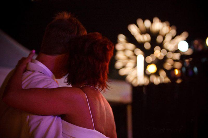 Жителя Атырау оштрафовали за фейерверк для возлюбленной