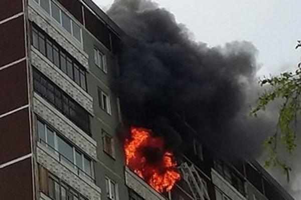 Новости Атырау - 26 человек эвакуировали пожарные из горящего дома в Атырауской области