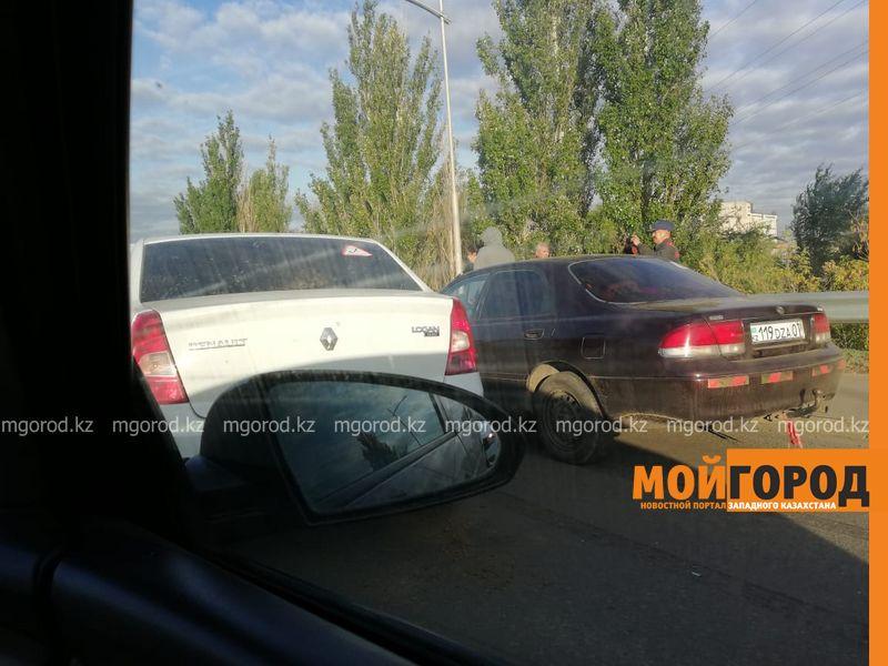 Новости Уральск - Огромная пробка образовалась на мосту из-за аварии в Уральске