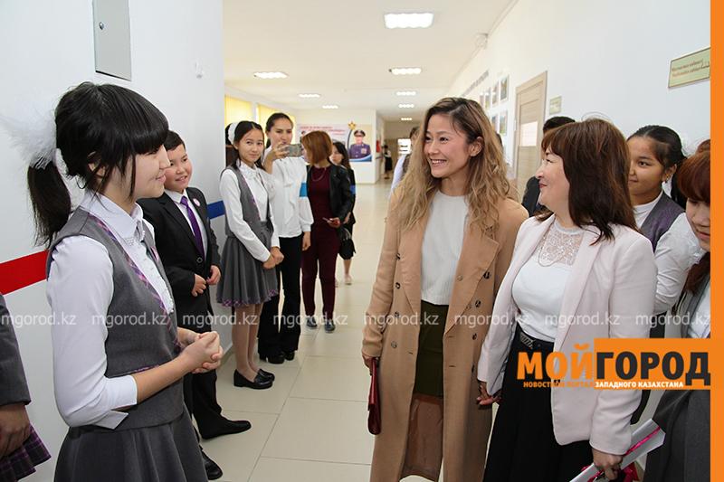 Новости Уральск - Гульнара СИЛЬБАЕВА посетила родную школу в Уральске