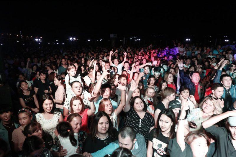 Около 5 тысяч горожан собрала ретро-дискотека в Атырау