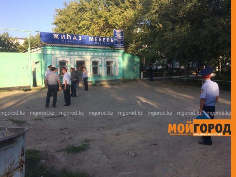 Полицейские выясняют обстоятельства смерти мужчины в центре Уральска
