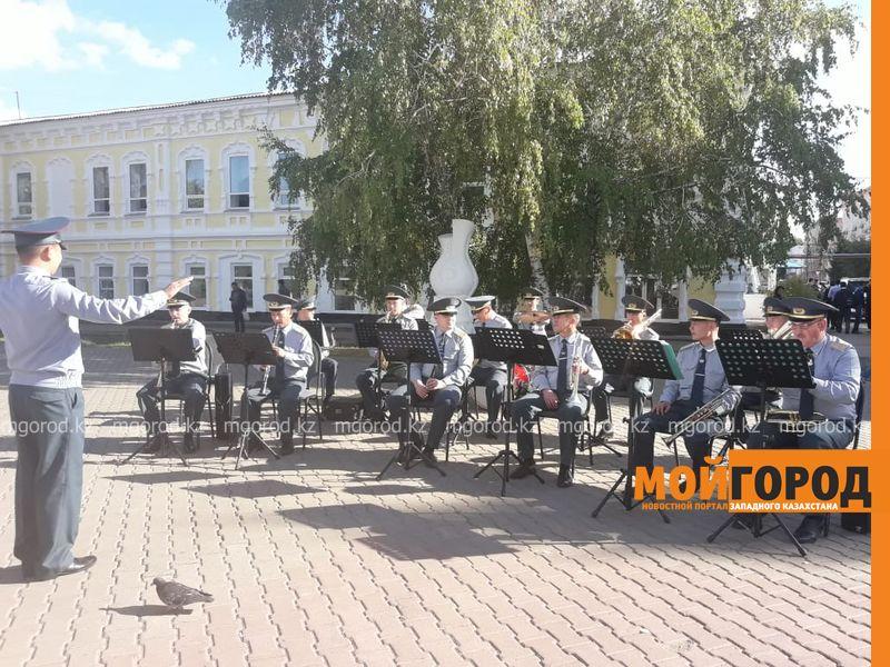 Новости Уральск - Военный оркестр сыграл «Despacito» на арбате в Уральске (видео)