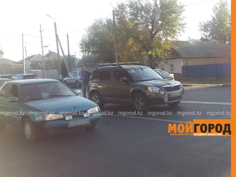 Новости Уральск - Женщина с ребенком на скутере врезалась в автомобиль в Уральске