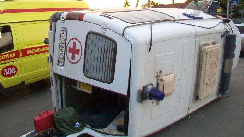 Карета скорой помощи перевернулась в Атырау