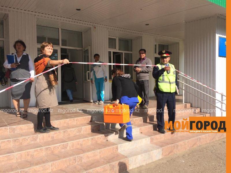 Новости Уральск - Учителя и пятерых учеников увезли в больницу из школы Уральска (фото)