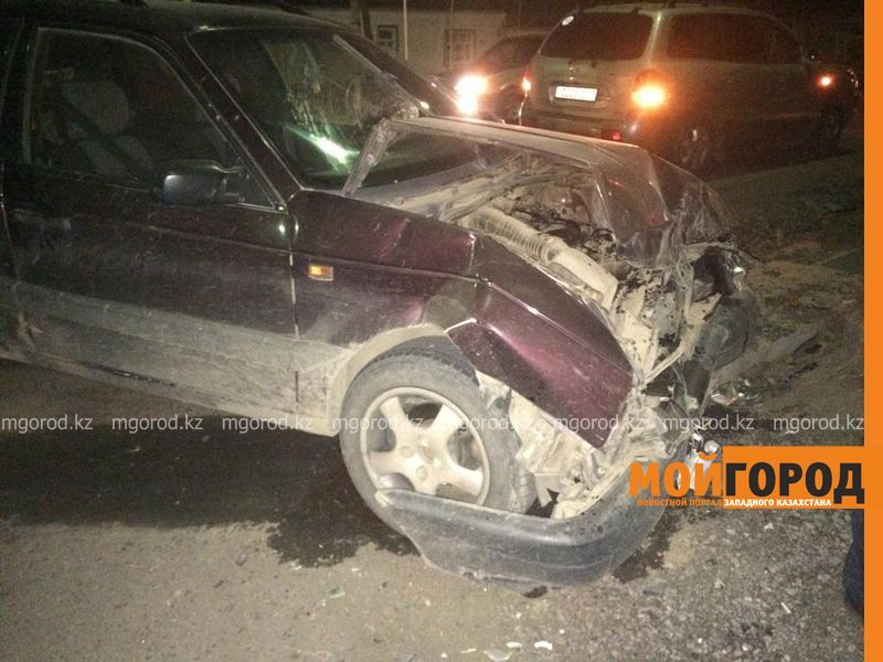 Новости Уральск - Две машины столкнулись на перекрестке в Уральске