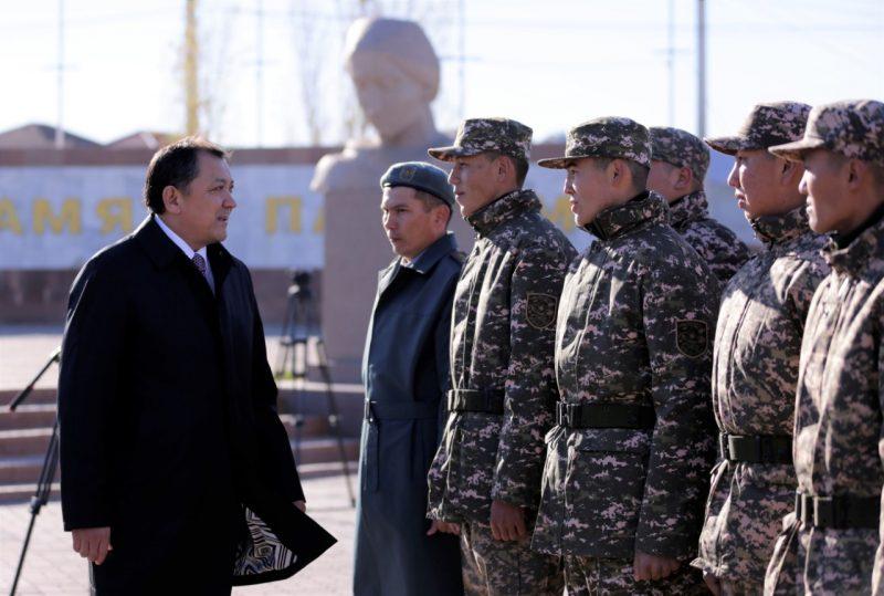 Новости Атырау - 40 призывников из Атырау отправились на службу в Тараз