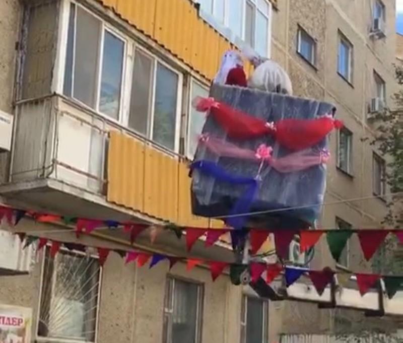 Новости Атырау - В Актау невесту подняли в дом на подъемном кране