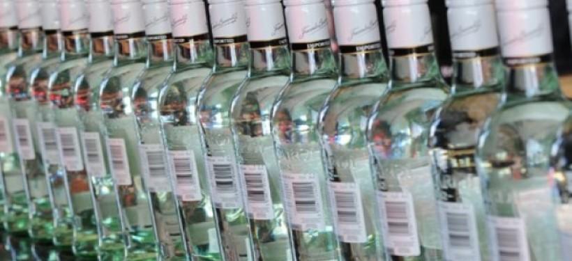 Почти тысячу бутылок спиртного продавали без накладных в алкомаркете Атырау