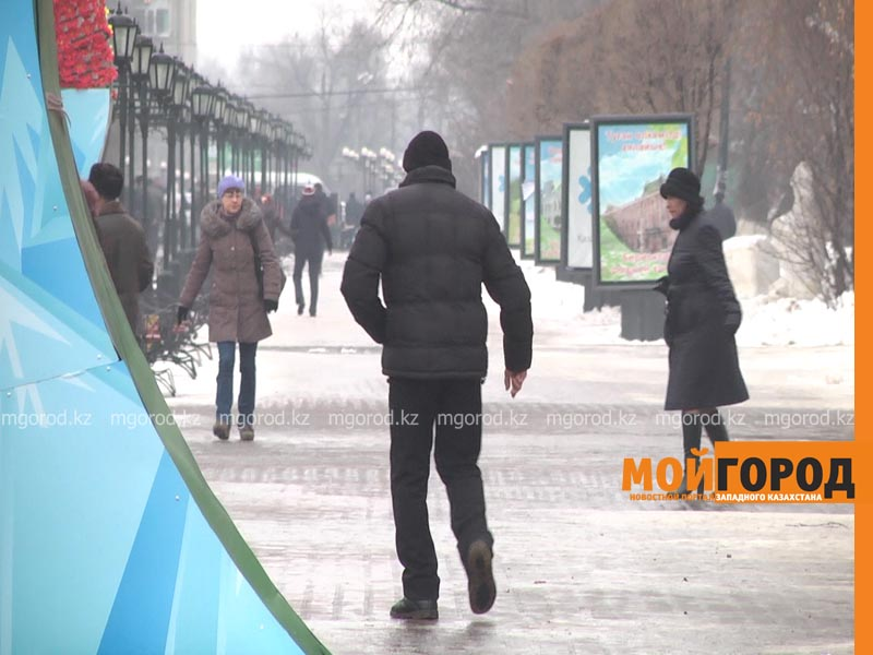 Уральских автомобилистов попросили не оставлять авто на обочине дороги