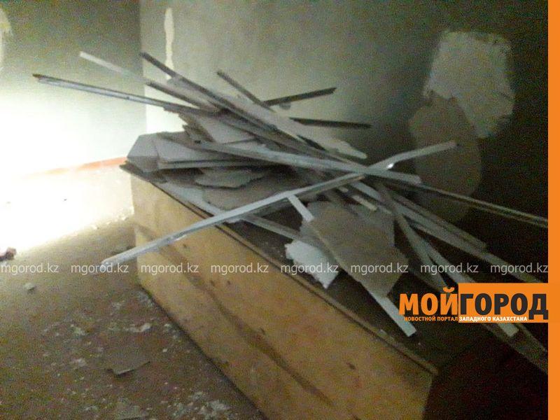 В Актобе на школьников обвалился потолок