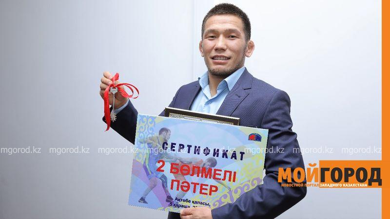 Новости Актобе - Актюбинскому борцу Нурисламу Санаеву подарили квартиру