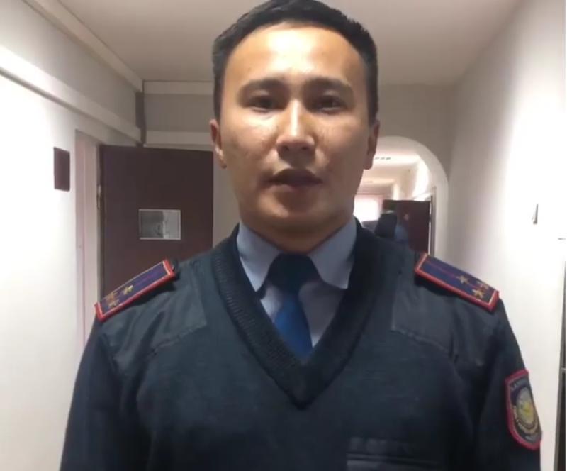 Новости Атырау - В Атырау участковый оперативно разыскал потерявшегося мальчика