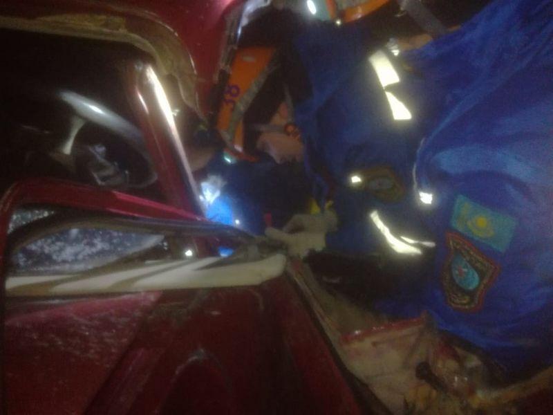 Новости Уральск - Зажатого во время ДТП водителя автомобиля пришлось вызволять спасателям в ЗКО