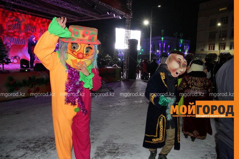Казахстанцы отдохнут на Новый год четыре дня подряд. 5 января, воскресенье, будет рабочим днём