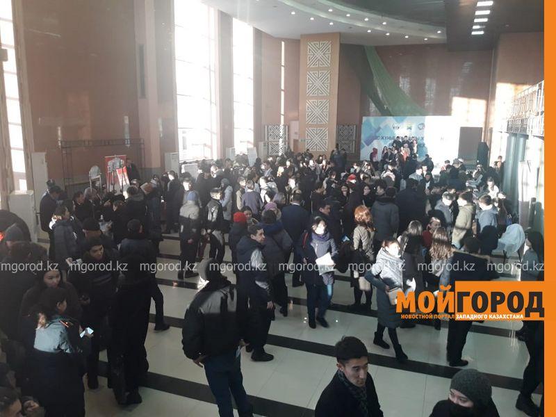 Новости Уральск - Более 200 вакансий представили на ярмарке в Уральске