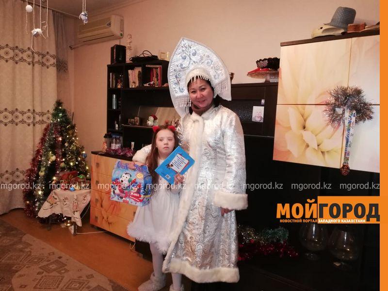 """""""Мой Город"""" поздравил особенных детей Атырау с наступающим Новым годом"""