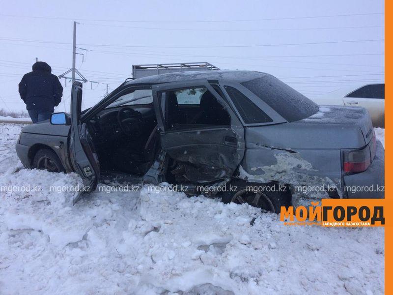 В Уральске перевернулся автомобиль