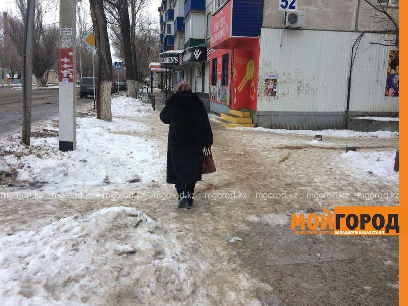 Новости Уральск - Сильнейший гололед сковал улицы Уральска