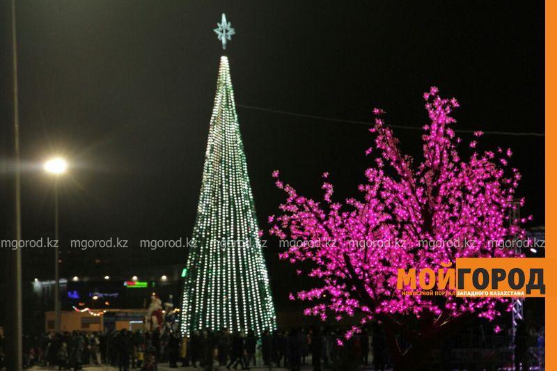 В Атырау не будут выделять деньги на новогоднее оформление Около 6 миллионов тенге выделено на празднование нового года в Уральске