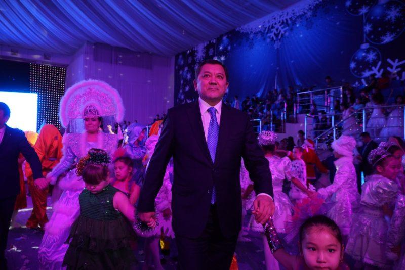 850 детей приняли участие в президентской ёлке в Атырау