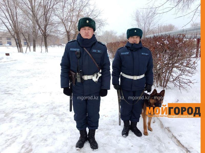 В Уральске служебный пес помог бойцам Нацгвардии обнаружитьтайник с наркотиками
