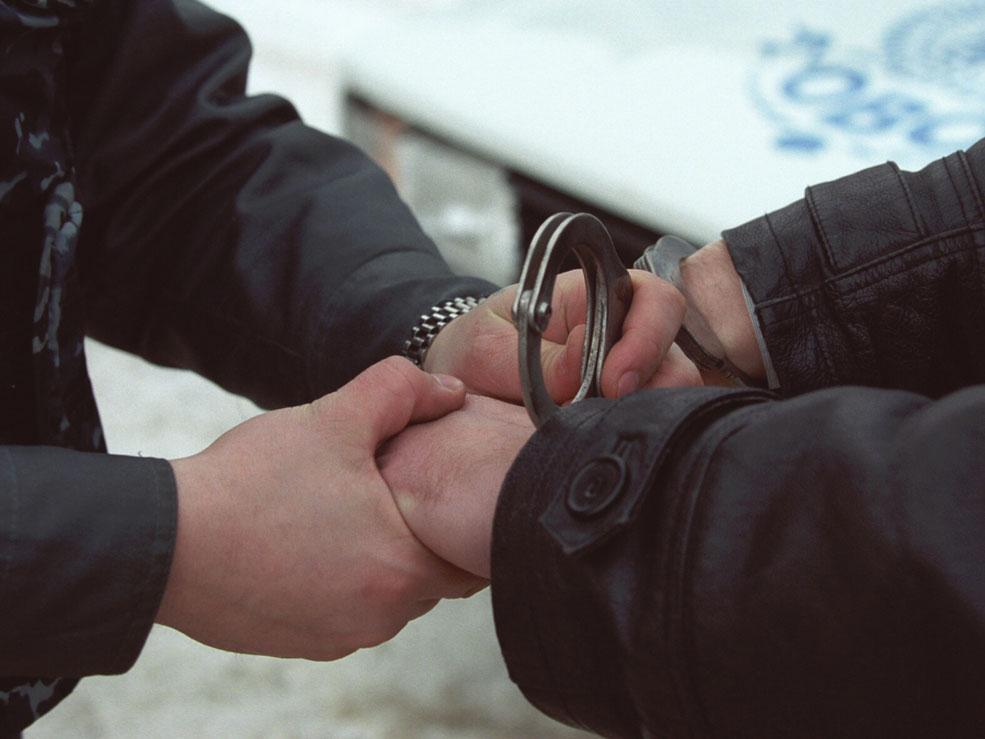В Атырау гвардейцы задержали грабителей, напавших на девушку