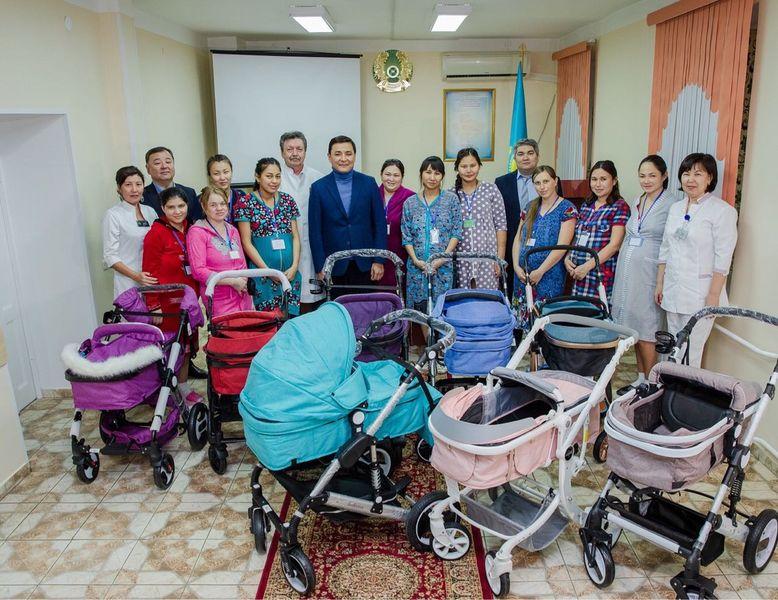 Новости Уральск - 37 детей появились на свет в ЗКО на День Независимости