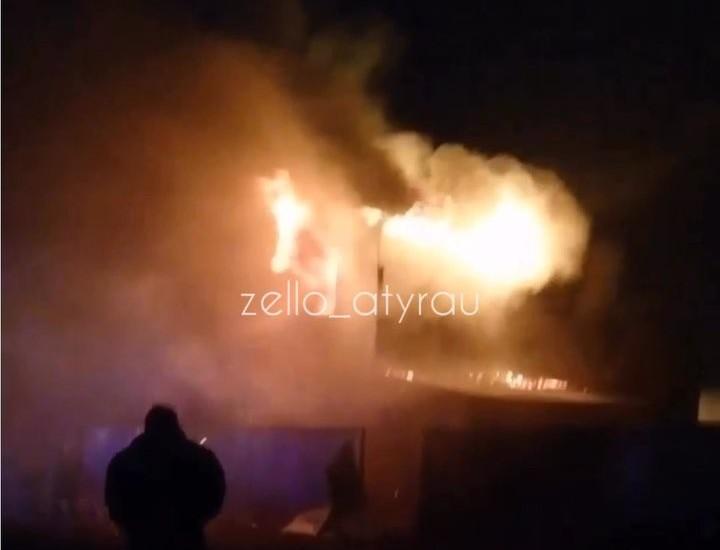 Новости - В Атырау горел частный дом (видео)
