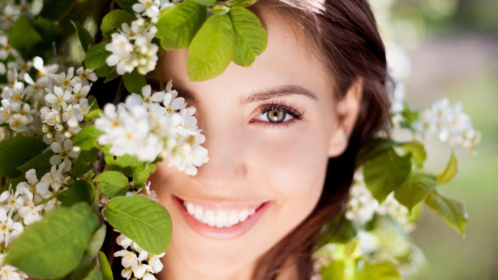 Новости Медицина - Секреты красоты в обычной жвачке и обычной ложке