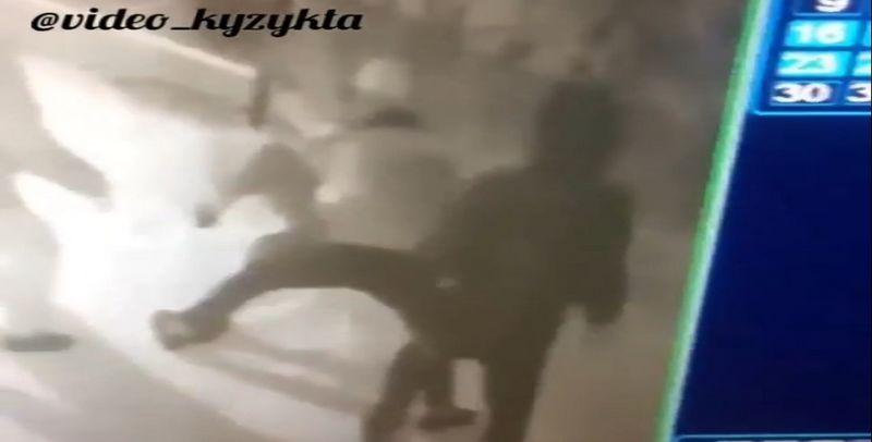 """Новости Уральск - В соцсетях распространяют видео с """"убийством"""" парня (видео)"""