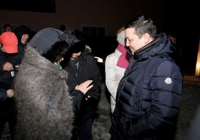 Новости Атырау - Жители Атырау пригласили акима на чай